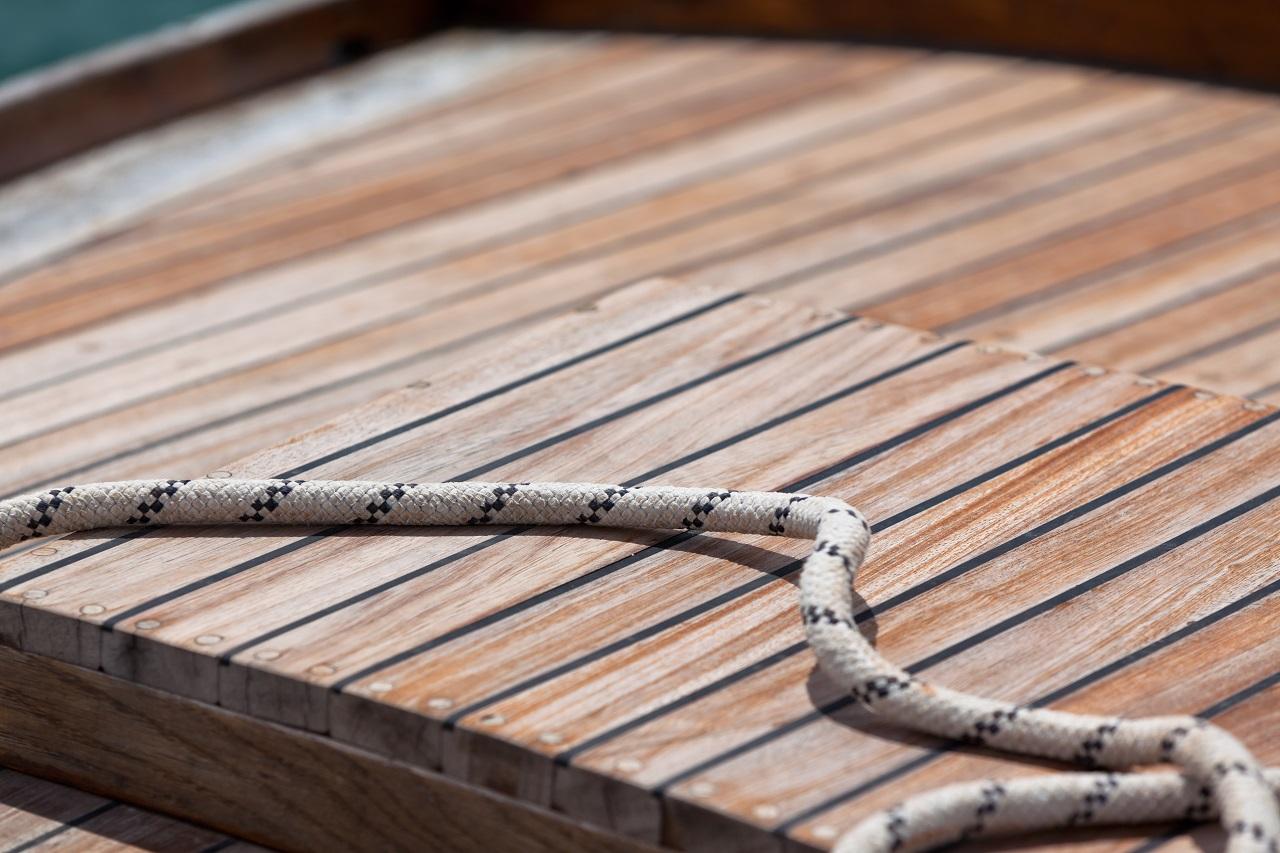Comment nettoyer une terrasse en bois avec du savon noir ?